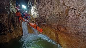 Rescue speleologists from Cluj tested their skills in the Şura Mare cave in the Şureanu Mountains